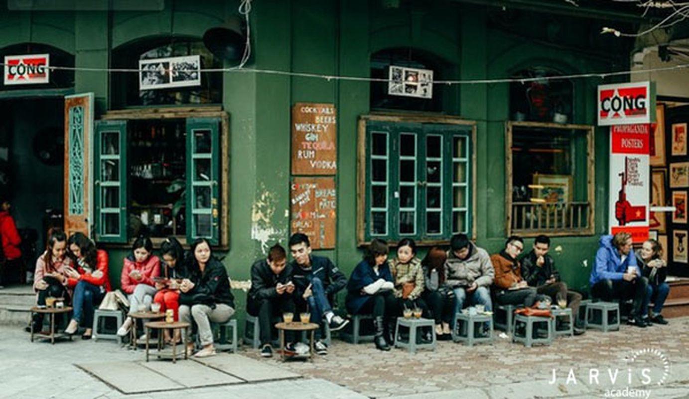 Cafe vỉa hè  (n)