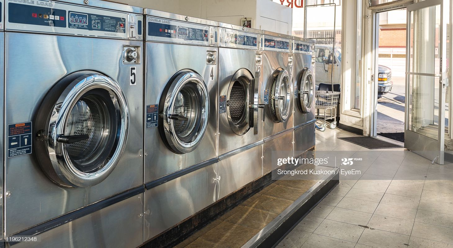 Tiệm giặt ủi (n)