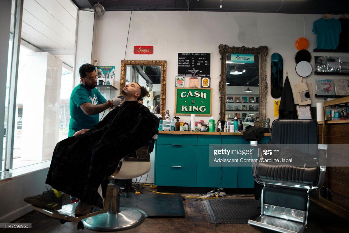 Tiệm cắt tóc (n)
