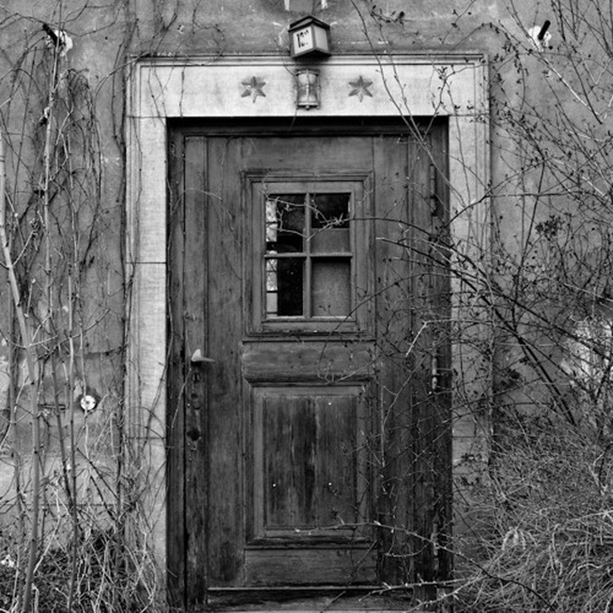 Grade 10 Poetry: The Lockless Door by Robert Frost